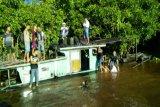 Kelotok bermuatan puluhan pelajar karam di Sungai Mentaya