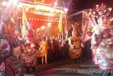 Sejumlah peserta mengikuti karnaval Festival Cap Go Meh 2019 di Jalan Raya Surya Kencana, Kota Bogor, Jawa Barat, Selasa (19/2/2019). Perayaan Cap Go Meh yang menampilkan berbagai kesenian dan kebudayaan Tionghoa serta Indonesia tersebut bertemakan