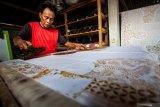 Pemkab Sleman mewajibkan ASN pakai batik selama Oktober