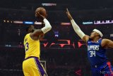 Lakers kalahkan Clippers, LeBron berperan