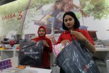 Mal Baturaja bagikan 150 kantong plastik  ramah lingkungan