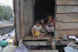 Donasi untuk anak-anak pemulung lewat kasir