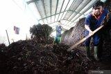 DLH Ogan Komering Ulu  miliki mesin pencacah sulap sampah menjadi pupuk