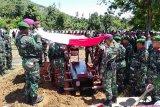 korban penembakan Sertu Anumerta  Yusdin dimakamkan