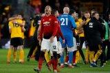 Chris Smalling tidak sabar tes kemampuan saat hadapi Messi dan Barca