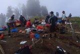 Belum ada kepastian izin untuk pendakian Gunung Rinjani