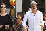 Angelina Jolie dan Brad Pitt akan dapat status lajang secara resmi