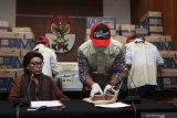 KPK amankan 84 kardus berisikan uang dalam amplop dari anggota DPR RI