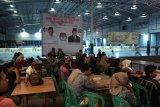 Puluhan Kaum Milenial Nobar Debat Capres Yang Di KPU Bandarlampung
