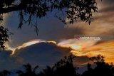 Warga Muara Teweh lihat fenomena awan 'Vega'