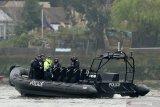 Polisi Inggris asal Indonesia Habibie Syaaf selamatkan seorang pria jatuh di Sungai Thames