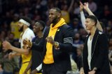 Bintang Los Angeles Lakers LeBron James kaget Magic Johnson mundur