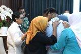 Dua WNI yang disandera kelompok bersenjata  Filipina diserahkan kepada keluarga