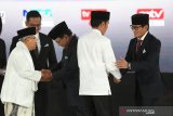 Gaya berbusana yang konsistensi Jokowi-Ma'ruf dan Prabowo-Sandiaga