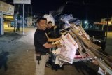 Satpol PP dan Bawaslu tertibkan APK di Palu