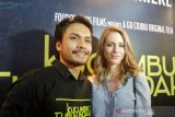 Aktor Randy Pangalila  ajari istri berbahasa Indonesia