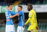 Sambil pangkas jarak dari Juventus, Napoli kirim chievo ke Seri B Italia