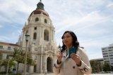 Sutradara Hollywood Livi Zheng dihibur Live Music saat mencoblos di AS