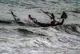 Waspadai gelombang setinggi enam meter di Samudera Hindia