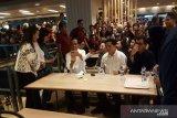 Pengunjung pusat perbelanjaan Grand Indonesia teriakkan
