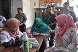 Jaga kebugaran, petugas pemilu di Karanganyar diperiksa kesehatan