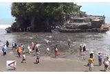 Menikmati Laut Surut di Tanah Lot