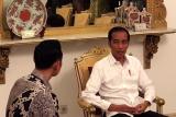 AHY bincang-bincang dengan Jokowi di ruang kerjanya