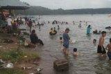 Objek wisata Tanjung Mutiara dipadati warga mandi balimau