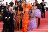 Kim Kardashian dan Kanye West sambut kehadiran anak keempat