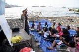 Anak-anak pesisir pantai  ngabuburit dengan belajar jurnalistik