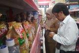 Razia sejumlah toko, tim gabungan temukan makanan kedaluwarsa
