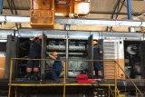 Balai Yasa menyelesaikan perawatan lokomotif sebelum angkutan Lebaran