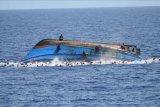 Puluhan migran berhasil diselamatkan setelah kapal terbalik