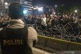 Polisi mengatakan tak yakin massa perusuh sama dengan pendemo sore