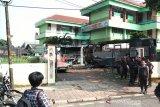 Dua bus Brimob dibakar massa di Slipi Jakarta