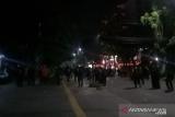 Aparat membubarkan pendemo di Jalan Wahid Hasyim