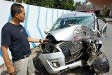 Mobil hantam pohon! Dua karyawan PT DWK tewas dan dua kritis [VIDEO]