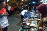 Video - Pengusaha tekstil di Purwokerto bagikan makan sahur gratis