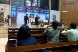 Video - Tim Gegana sterilisasi gereja di Purwokerto