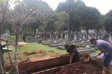 Makam Ibu Ani dibuat lebih lebar 30 centimeter