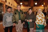 Mendiang Ibu Ani Yudhoyono dalam gaya berbusananya