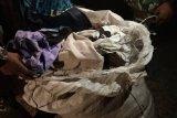Satgas Pamtas berhasil menggagalkan penyelundupan pakaian bekas asal Malaysia