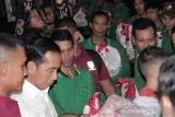 Jokowi bagikan sembako di Istana Bogor