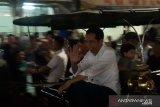 Jokowi naik andong bersama Jan Ethes dan Kaesang di Malioboro