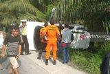 Basarnas evakuasi korban kecelakaan di Jalinsum Riau