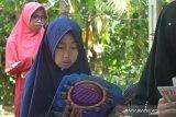 Berawal dari keprihatinan melihat anak-anak tetangga, Nella Usmawati dirikan Taman Bacaan