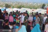 Prajurit 711/Raksatama Bhakti Sosial di posko pengungsi Balaroa