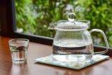 Selain kurangi nyeri haid, ini deretan manfaat minum air hangat