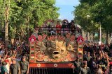 Presiden Jokowi ikut berpawai naik kendaraan hias pada Pesta Kesenian Bali