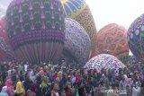 Ganggu keselamatan penerbangan, pelepasan balon udara liar akan dituntut secara hukum